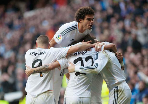 (140126) -- MADRID, Jan. 26, 2014 () -- Real Madrid's Pepe (top) celebrates with his teammates during the Spanish first division soccer match against Granada in Madrid Jan. 25, 2014. Real Madrid won the match 2-0. (/Xie Haining) AG ALDO LIVERANI SAS ONLY ITALY